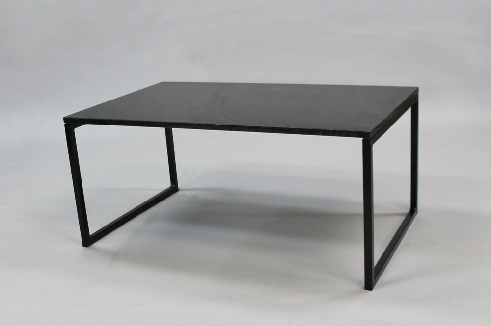 Svartgranit 100x60 H 4, svart, svävande underrede