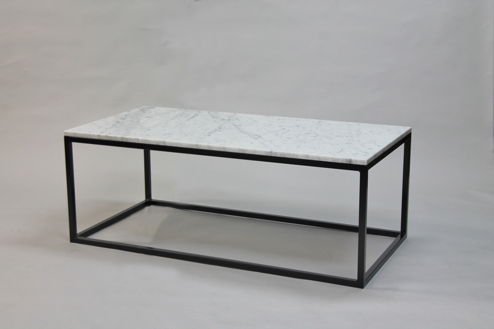 Marmorbord, vit - 120x60x45 cm, svart underrede kub Pris 6 500:- inkl frakt
