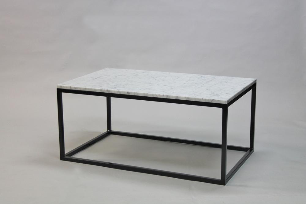 Marmorbord, vit - 100x60 x  45  cm, svart underrede kub  Pris 5 500 :-  inkl frakt Slut!