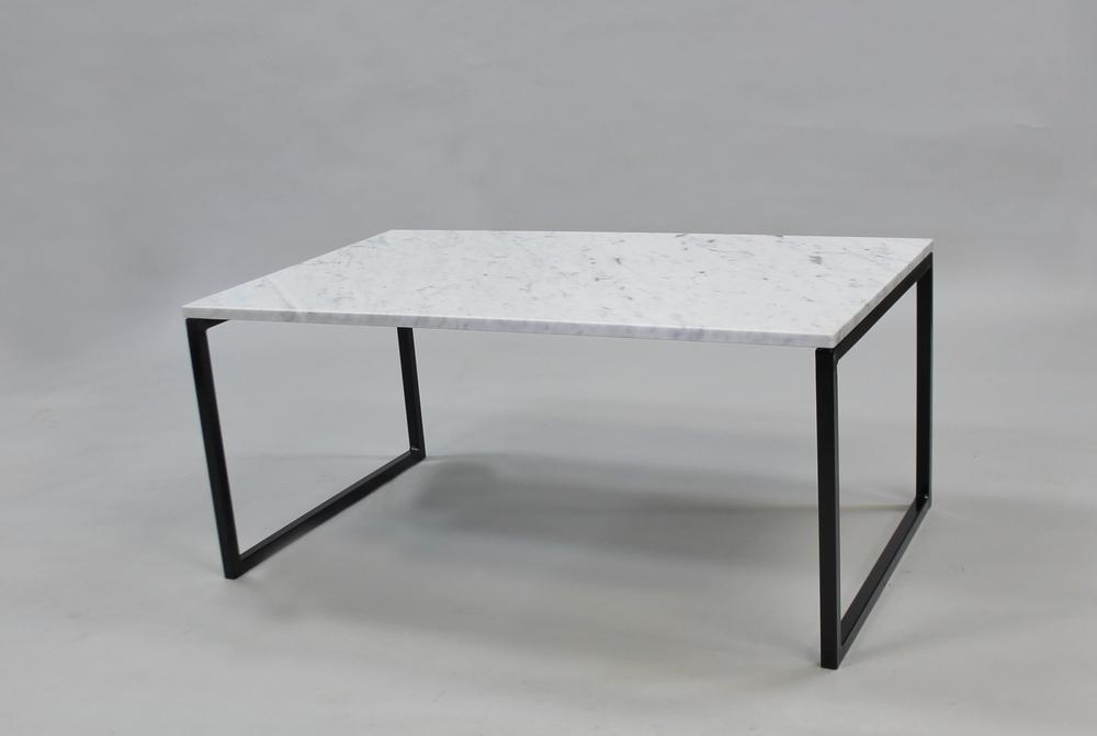 Marmorbord, vit- 100x60x45 cm, svart underredesvävande Pris 5 500:- inkl frakt Finns även i 120x60 cm - pris 6 500:- inkl frakt