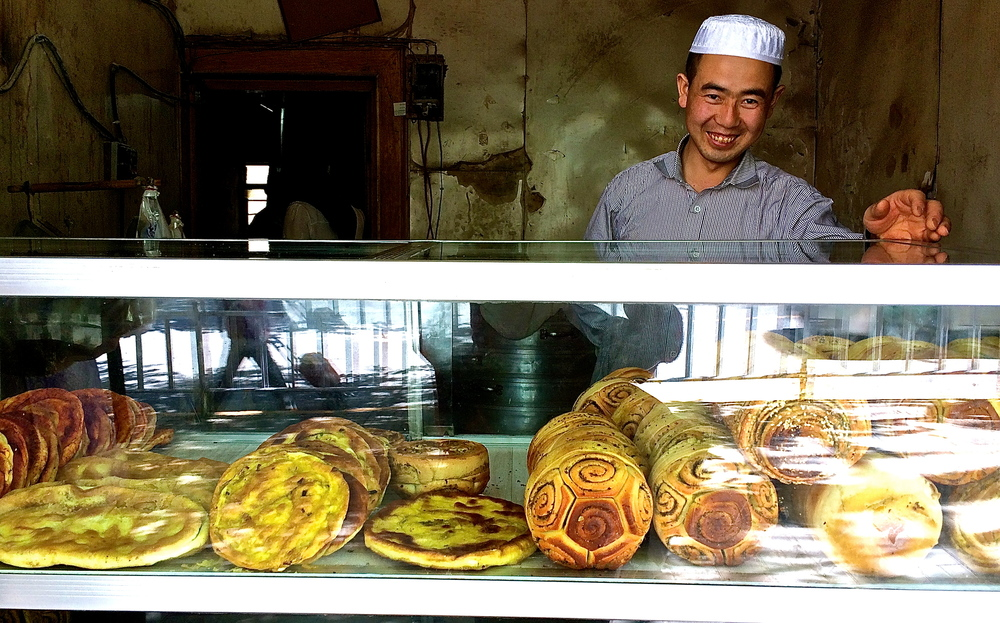 "Man selling freshly baked ""mo"""