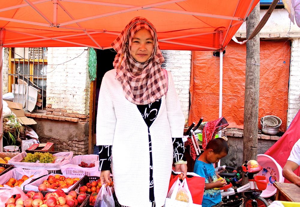 Hui woman shopping for fruits
