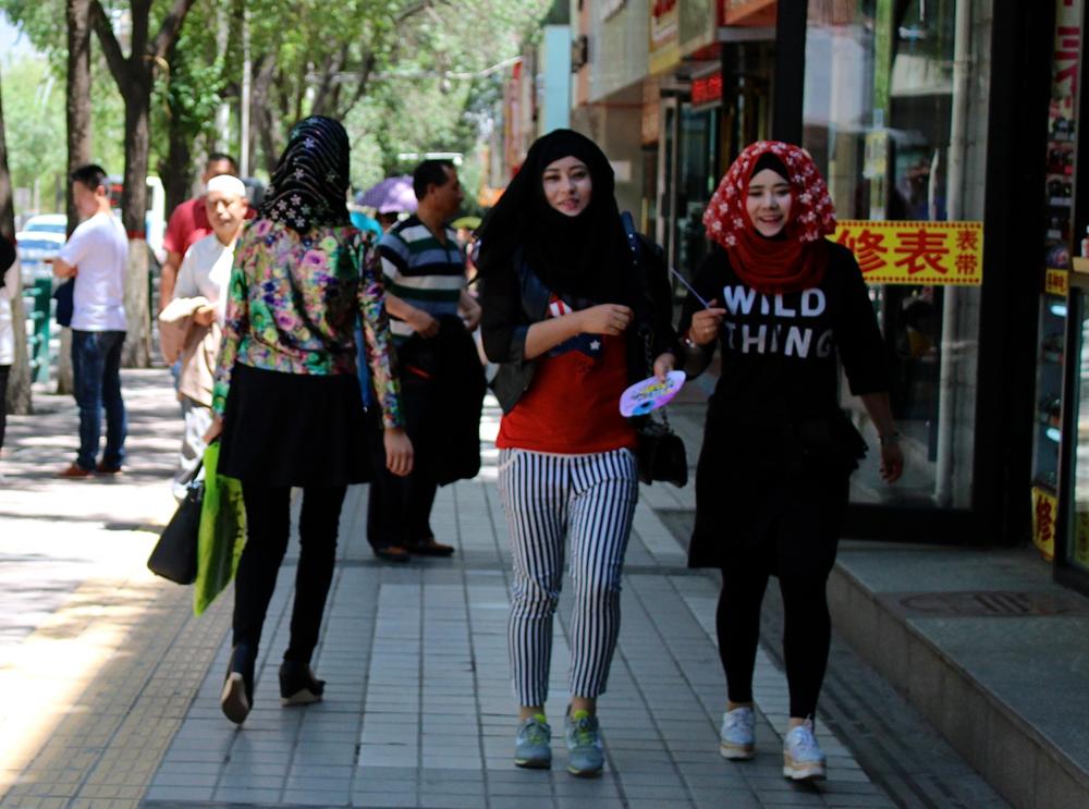 Girls doing shopping in Xining, Qinghai