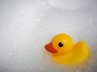 A bubble bath is an activity that can be helpful for the sacral chakra. Photo:  Some rights reserved by niseag03