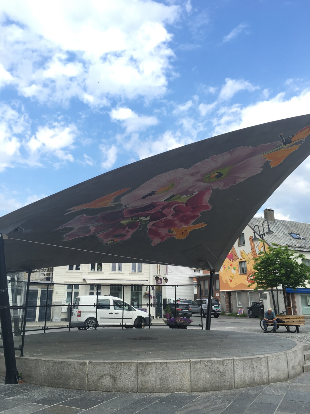 2016: Øvre park: «Taggerene i Trygve Tønnessens farvehandel»