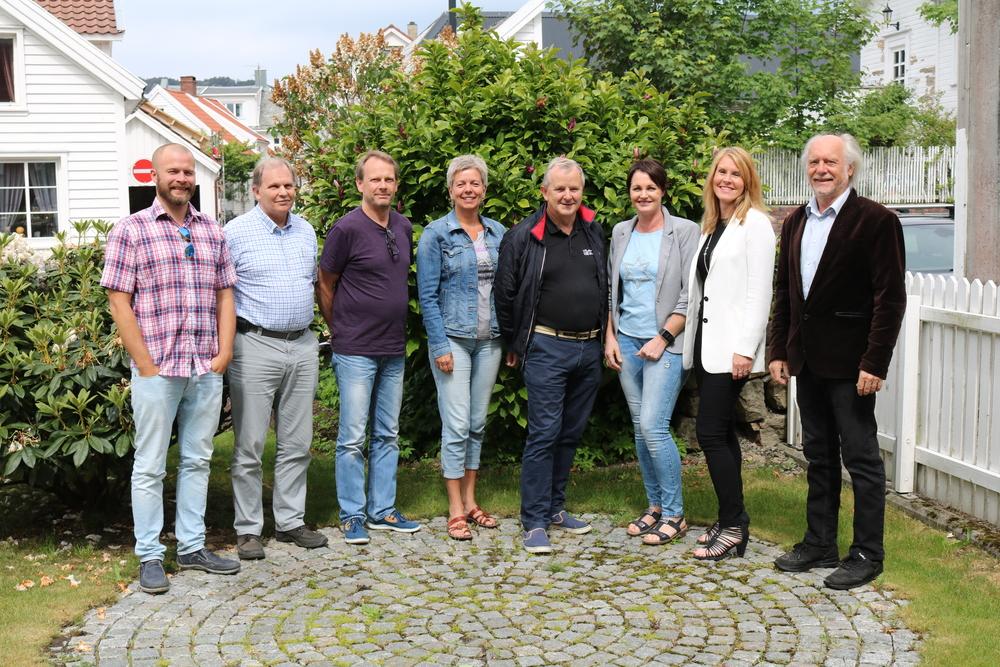Fra venstre:  Frode Johannessen (sekretær),  Tore Sand, Finn Tore Thorsen,   Kirsten M. Øysæd,   Erik Peersen,  Arnhild Wikøren, Siv Kristin Egenes og Haakon Smedvig Hanssen.