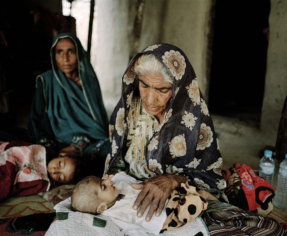 Children suffering from severe diarrhea. Thatta, Pakistan, 2013.