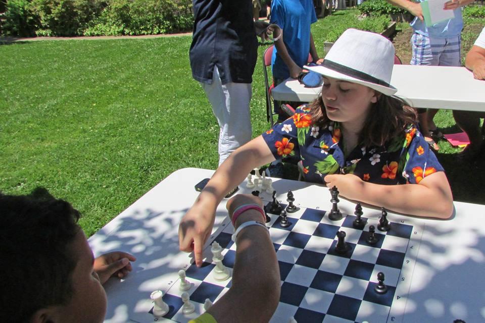 F Short playing chess.jpg