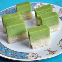 Steamed glutinous rice cake with pandan custard