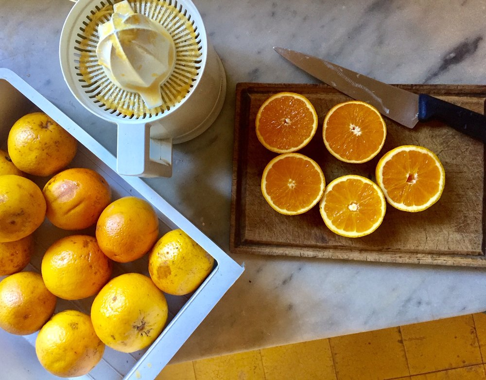 fresh orange juice for breakfast