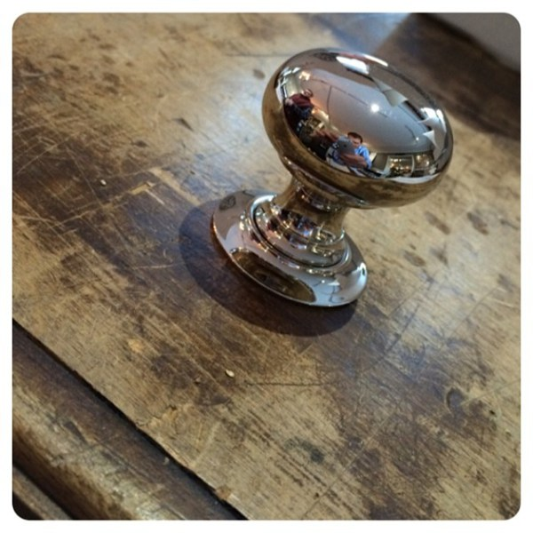 Wh-love-this-simple-classic-knob-and-rosette.jpg