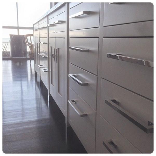 mod-pulls-wh-mod-pull-knob-cabinet-hinge-polished-nickel-interior-interiordesign-modsuite-1500.jpg