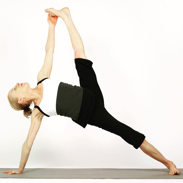 Root down and reach for the sky! #vashistasana #sideplank