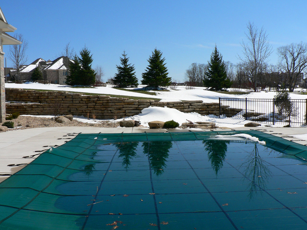 cover on pool in winter