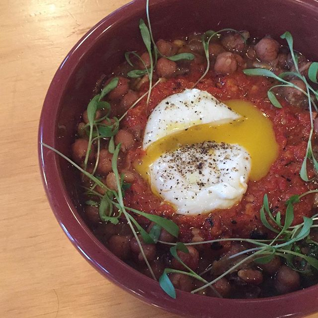 The perfect snackle to keep you warm on this cold night. Chickpeas a la Catalan with an egg! #alsplacesf #snackles #🍳