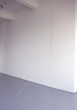 fred-sandback-at-Lawrence-Markey-1992-installation-view