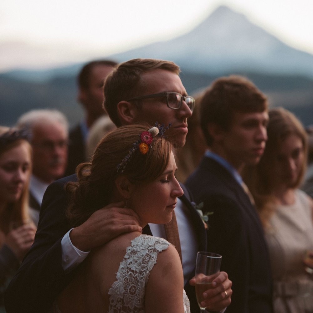 Ari + Stephen: Hood River, Oregon Wedding