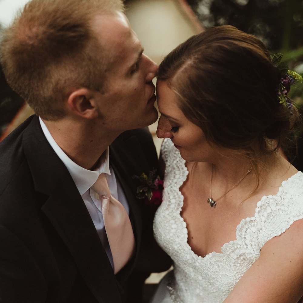 Kelly + Aaron: Bridal Veil Lakes, Oregon Wedding