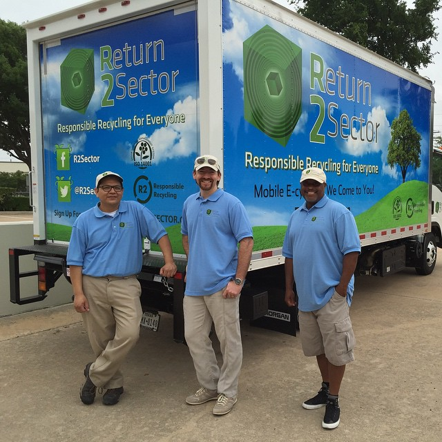 @r2sector mobile #ecycling crew ready for their first #earthday stop for the great #austin IT services provider @ITfreedom