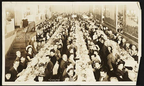 Artists Equity banquet in honor of Yasuo Kuniyoshi, 1948.  (Mitzi Gallant Papers, Archives of American Art, Smithsonian Institution)