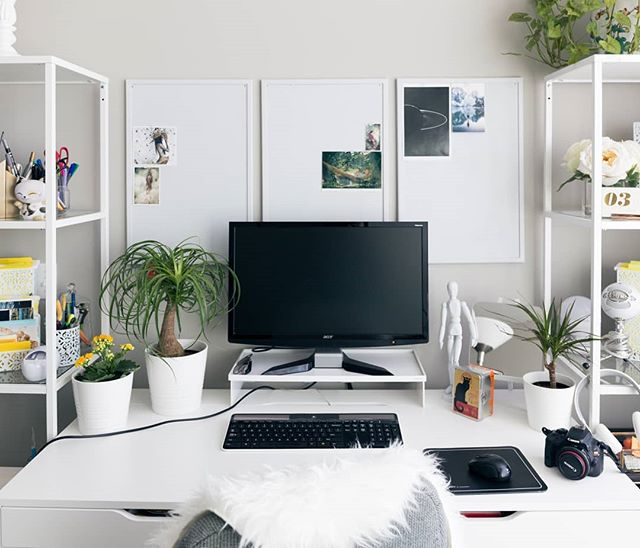 Beautifully organized! I say that the more happy you are with your work area, the more productive you can be! #desk #workarea #work #minimal #organize #happy #goals2018