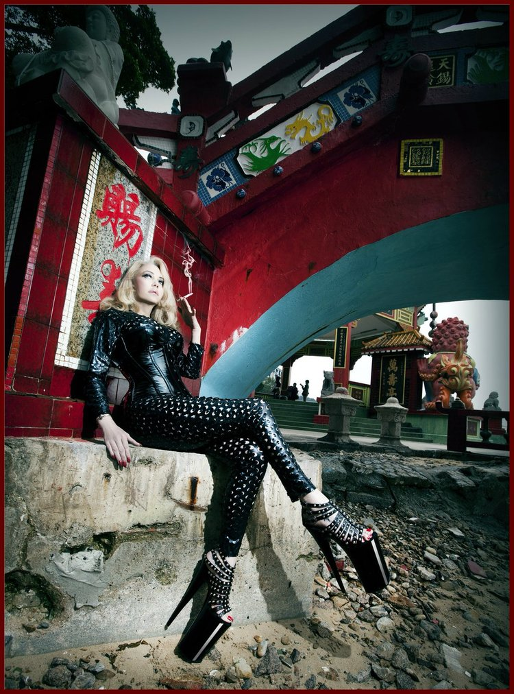 hongkong 5 dominatrix wears catsuit under the bridge .jpg