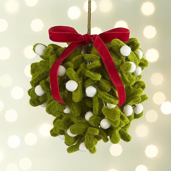 felt-mistletoe-ball.jpg