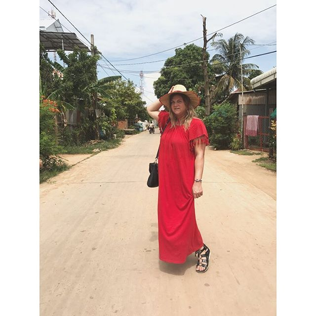 While afternoons entail wandering through a silversmith village along the Tonle Sap River ❤️💃🏼 #phnompenh #cambodia #scenicspirit #scenicenrich #lifeonthemekong #tonlesapriver #silversmithvillage #ladyinred #cruiselife #rivercruise 📷: travel hubs @danallen.ink