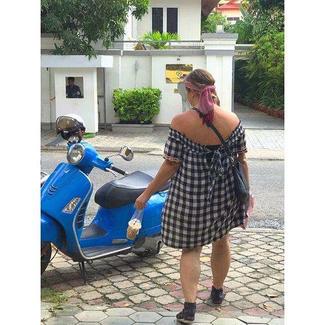 Morning grind ☕️🛵 #phnompenh #coffeeroasters #cambodia #coffeeshop #ethicallysourced #coffeebeans #southeastasia #scenicspirit #citydweller #coffeeaddict #khmercoffee #icedcoffeeaddict 📷: @beardedwriter