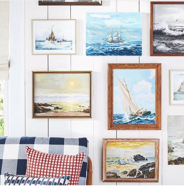 Things I am obsessed with:  1) Anything New England nautical style 🌊⛵️⚓️ 2) A well-executed gallery wall (I wanted to say well-hung gallery wall but that felt wrong 🤣) How amazing is this!? LOVE collected paintings and prints in varying nautical scenes. I have been able to hoard away little pieces of New England art like this over the past few years. Some old, some new. Some authentic original paintings and some prints. I love that my house is (finally) more 'collected' than all brand new. 💕 📸: Country Living Mag . . . . #art #interiordesign #interiordesigner #interior #style #cottage #nautical #sailboat #cottagestyle #newengland #coastal #coastalliving #boston #massachusetts #sail #waves #beachhouse #rockport #rockportma #interiordecorating #gallerywall #painting #paint #artist #beach #travel #explore #adventure