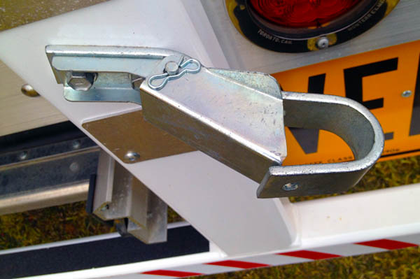 Self locking keeper for the roll tarp handle completes the quick and simple manual roll tarp solution