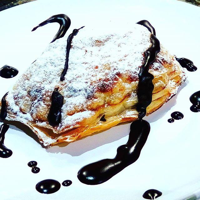 Let be there more taste Ready for the third dinner in a row. Monachine chocolate pastry cream Only at #easyntasty #privatekitchen #monachine #antiquerecipes #instafood #foodart #foodie #segretoprivatekitchen #notsureispaleobutforsureisgood #dessert #pastrylover