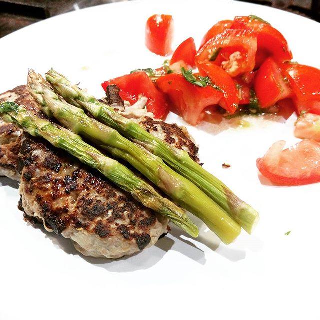 Paleeeeeeeo tasty Burgers with beef and eggplant #easyntasty #privatekitchen #paleo #paleogram #paleodiet #burger #foodart #foodie #italianfood #neapolitansdoitbetter