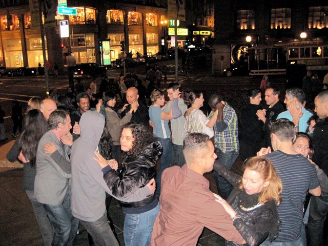 Timbus Flash Mob Rueda Tour of San Francisco 5.jpg