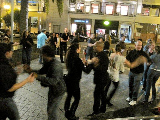 Timbus Flash Mob Rueda Tour of San Francisco 7.jpg