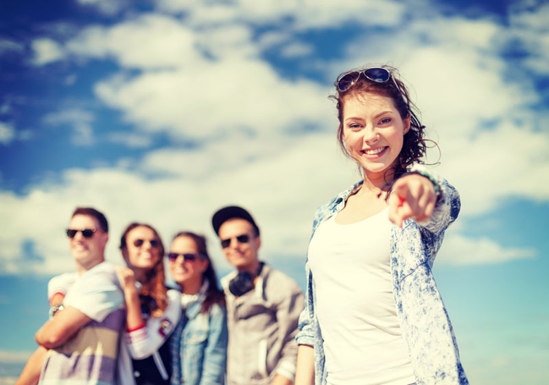 photodune-7723228-teenage-girl-with-headphones-and-friends-outside-xl.jpg