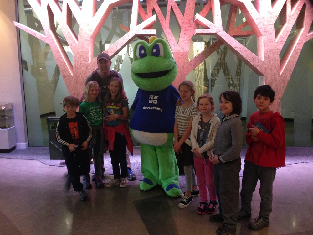 Signal the Frog took a break from his meetingsto meethis new friends from up the street!
