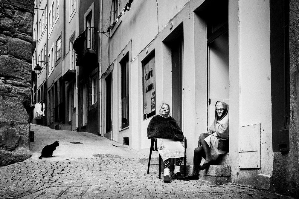 Ladies_CaféAlmeida_Porto.jpg