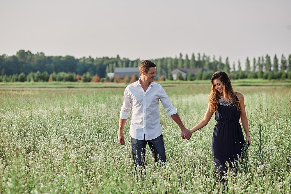 Strawberry-Farm-Engagement-Session-Alexandria-Minnesota-Outdoor_0186.jpg