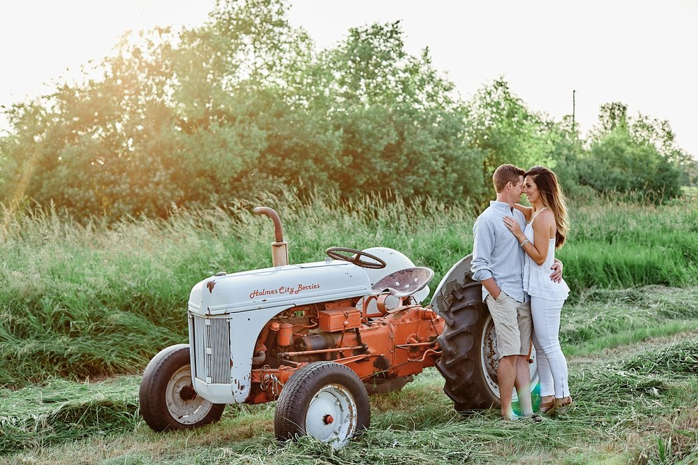 Strawberry-Farm-Engagement-Session-Alexandria-Minnesota-Outdoor_0195.jpg