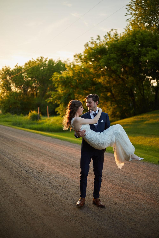 bloom-lake-barn-wedding-shafer-minnesota 6.jpg