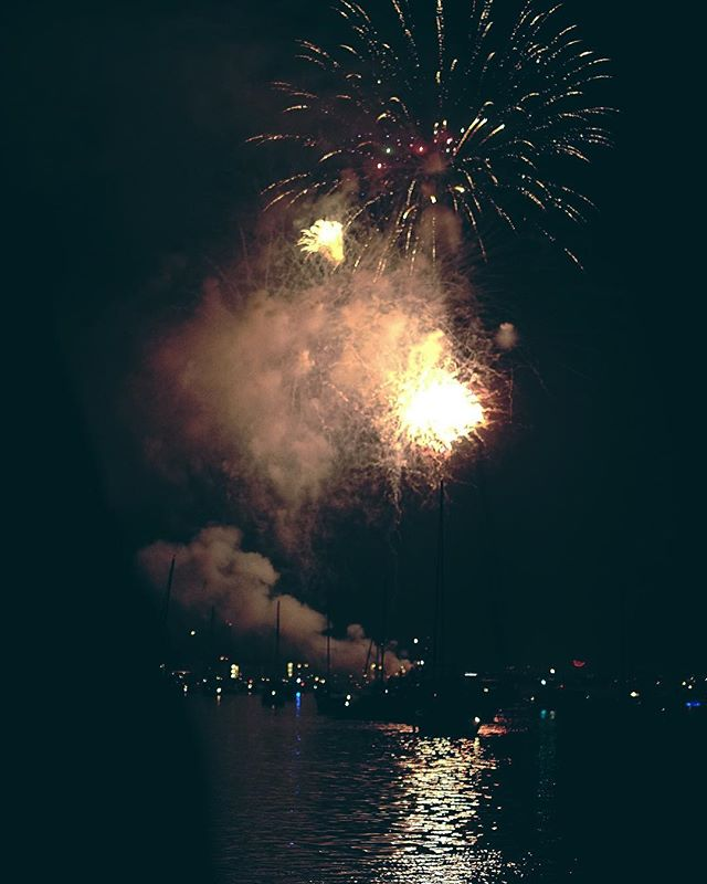 Fireworks from the sea is really as magic as you'd think. 💥 thanks, my captain. // MARINA DEL REY • CA