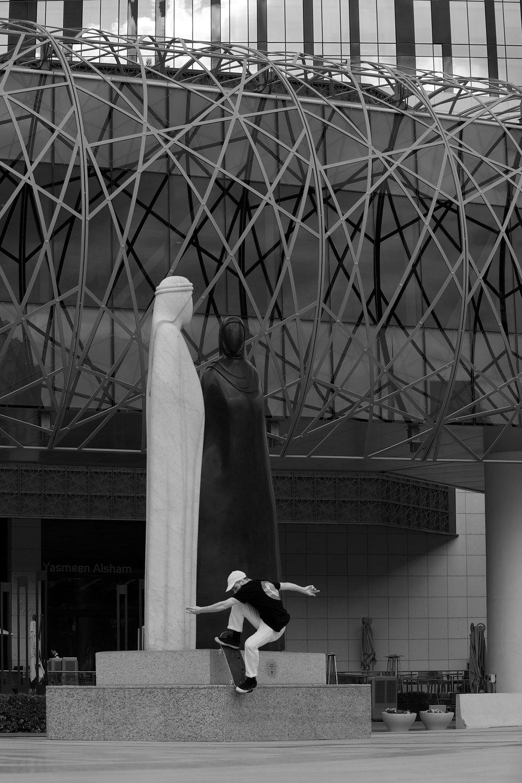 edouard depaz fs noseblunt dubai statue bis.jpg