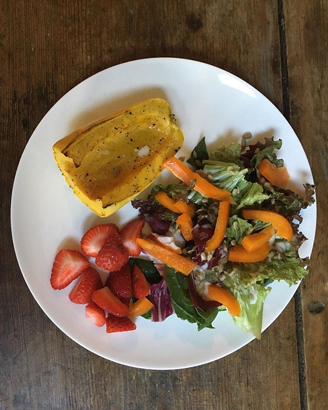 Delicata squash roasted with just a little salt and pepper, drizzled with olive oil, mixed greens, sunflower seeds and bell pepper, creamy Italian vinaigrette and oh yeah, honey, a few California strawberries.  #vegetarian #easydinner #happybelly