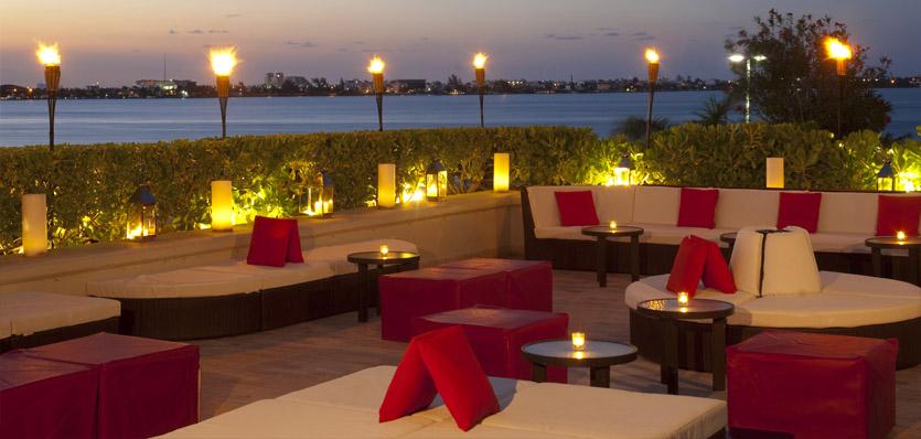 31-me-cancun-studio-terrace.jpg