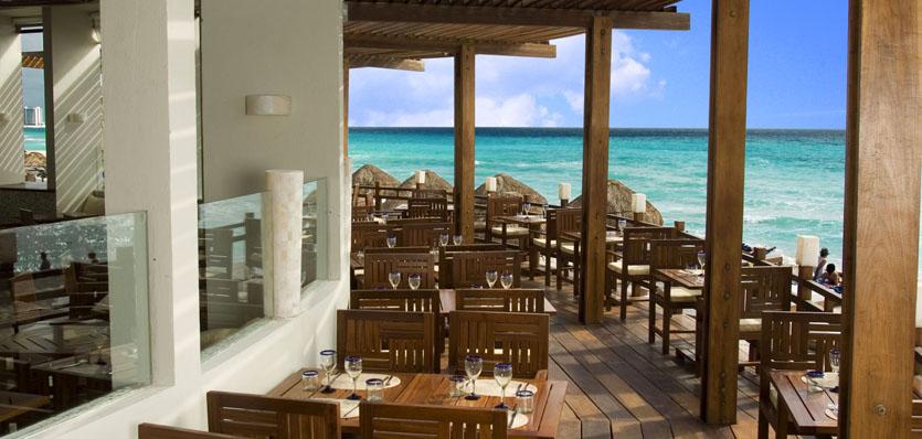 23-me-cancun-beach-house-day.jpg