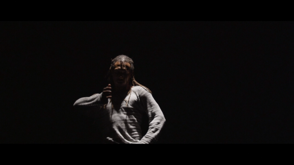 Momo Sanno | contemporary dancer | choreographer | on the edge of light and darkness2.png