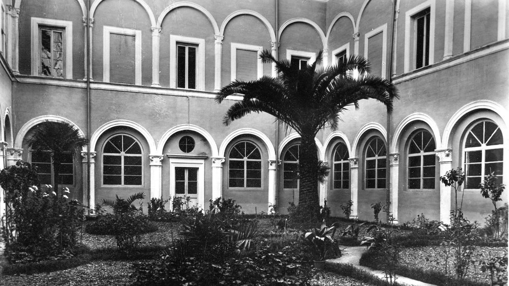 Courtyard at Santa Monica College prior to 1938