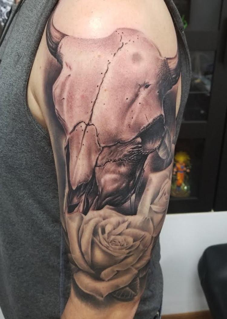 skull bull roses