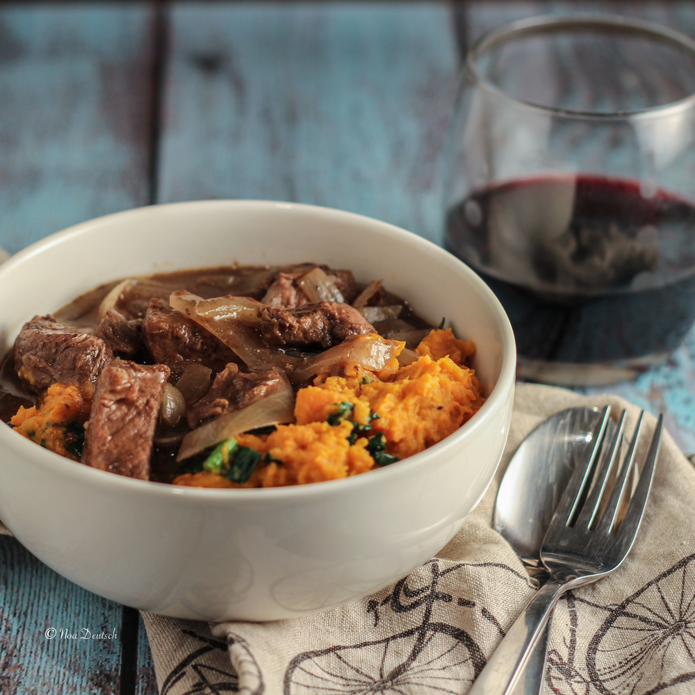 Beef stew with vanilla and wine